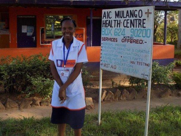 Nancy (Kenia) werkt nu in een ziekenhuisje in Mulango